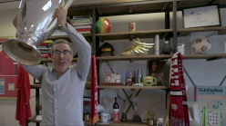 What football team does John Oliver support?